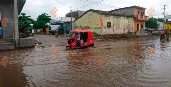Lluvias causan inundaciones en calles de Juchitán