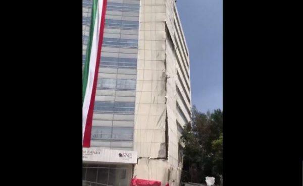 Graban caida de pared de edificio del SNE