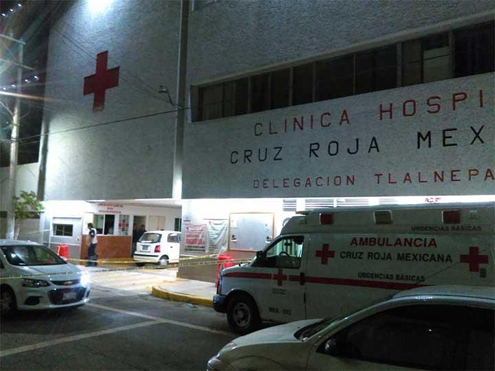 Comando intenta rescatar a lesionado en hospital de Tlalnepantla