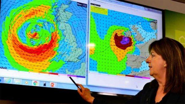 Huracán 'Ofelia' amenaza a Irlanda con peor tormenta en 50 años