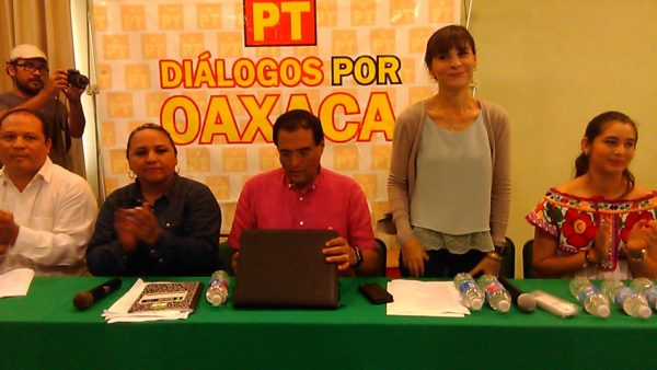 Funcionarios de Tuxtepec asisten a evento político en horas hábiles