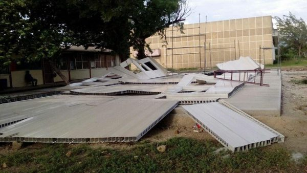 Fuertes vientos tiran aulas provisionales en Ixtaltepec
