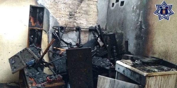Rescata Policía Estatal a dos menores de incendio en Loma Bonita