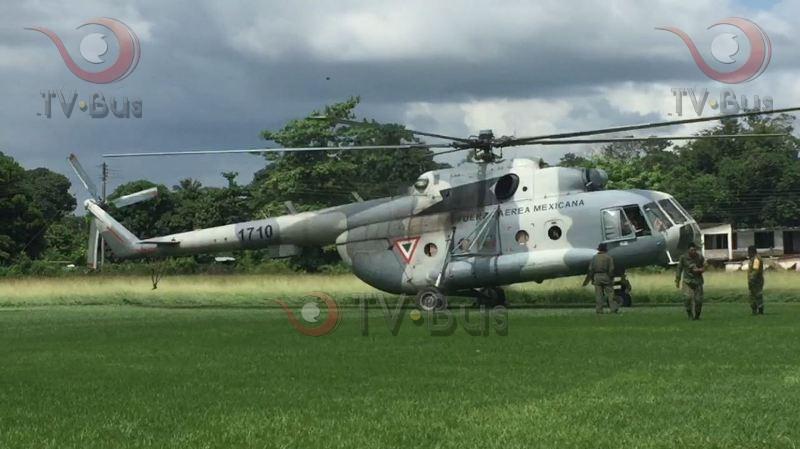 Helicoptero de la Fuerza Aérea aterriza con víveres para Palo Gacho +FOTOS