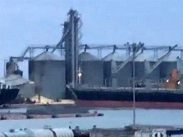 Reportan dos desaparecidos tras caída de silo en Veracruz