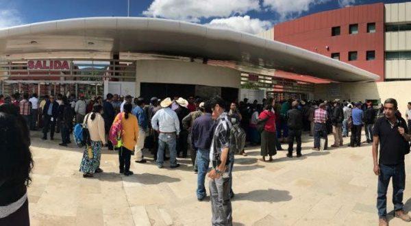 Habitantes de la Mixteca, protestan en Ciudad Administrativa por inseguridad en la región