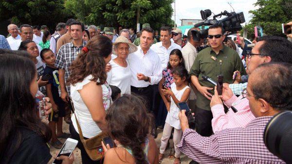 Inicia Peña Nieto entrega de apoyos a damnificados por sismos en el Istmo