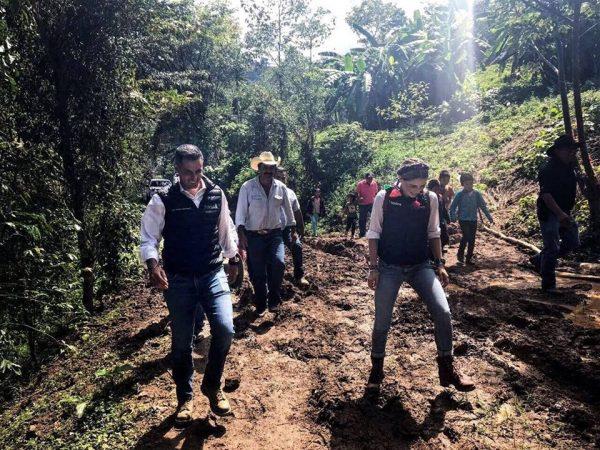 Supervisan daños y entregan apoyos AMH e IMM en la región Cañada