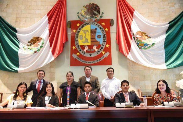 Jóvenes alzan la voz en la Máxima Tribuna de Oaxaca