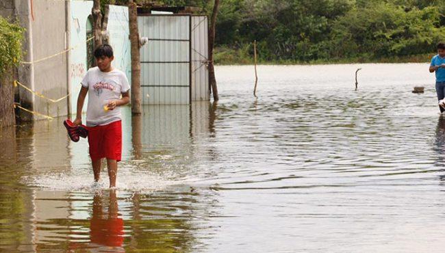 Se inunda San Mateo del Mar por salida de la laguna; afecta a cientos de familias