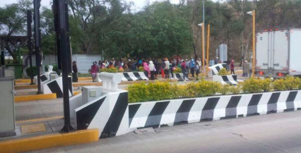 Realizan manifestantes extorsiones en casetas de peaje de Oaxaca