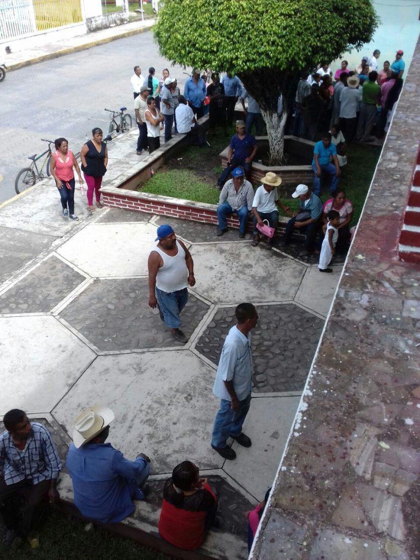 Toman palacio de Valle Nacional, exigen terminar obra detenida 2 meses atrás