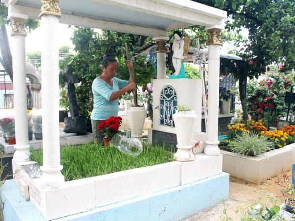 Realiza SSO operativo sanitario y control de vectores en festividad de Muertos
