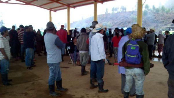Funcionarios de Oaxaca llevan cuatro días retenidos