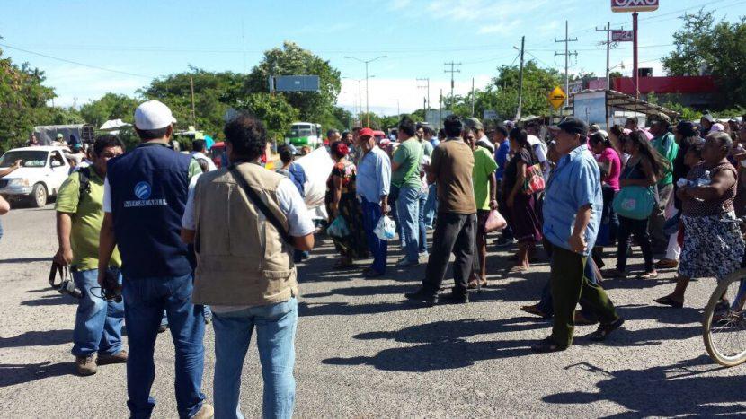 Marchan inconformes; desean nuevo censo de viviendas en Juchitán