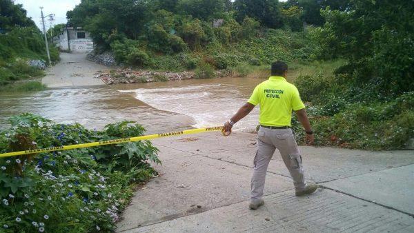 Alerta en Juchitán por aumento del río Las Nutrias