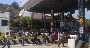 Normalistas bloquean caseta en la Mixteca