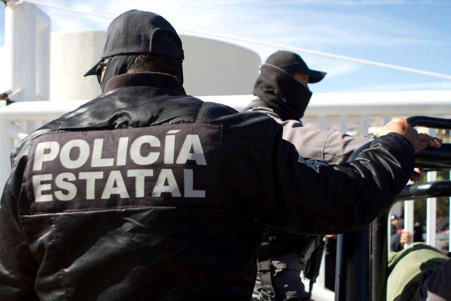 Ingresan a penal 15 policías acusados de robo en Oaxaca