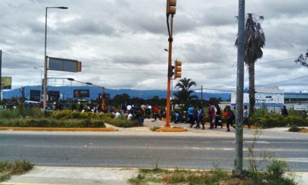 Suma sección 22 tres días de retenes en cruceros de Oaxaca