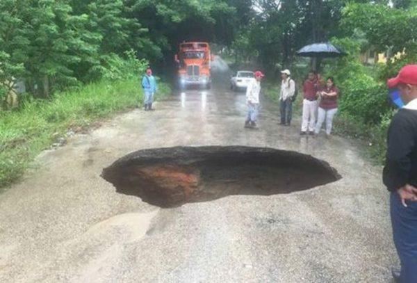 Socavón deja incomunicados 7 poblados en Veracruz