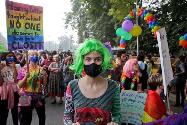 Gays desafían la ley y celebran marcha en India