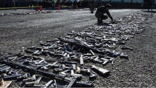 Proponen equipar a policías con armas decomisadas al crimen organizado