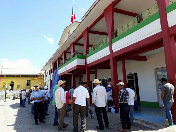 Exige Pueblo Viejo recursos de 2 mdp para liberar ayuntamiento de Chiltepec