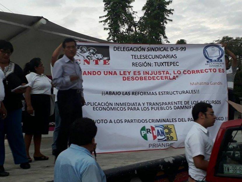 Previo al primer informe de gobierno realiza Sección 22 marcha en Tuxtepec