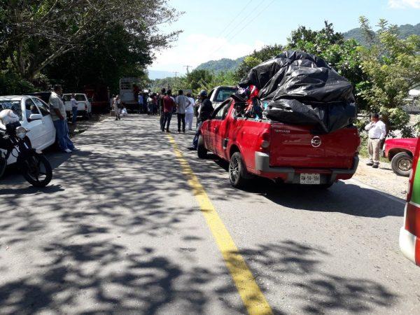 Ejidatarios bloquean carretera Tuxtepec-Oaxaca