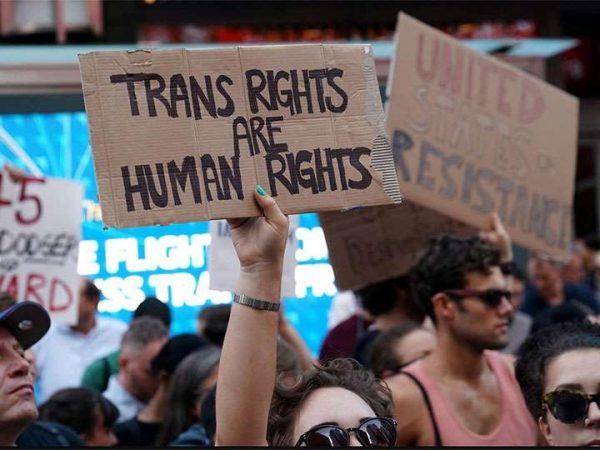 Sufre Trump nuevo golpe por transexuales en el Ejército