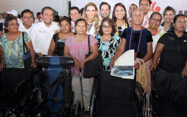 """Encabeza Ivette Morán de Murat, gira de trabajo """"Juntos"""" en la región del Istmo"""