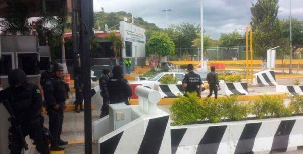 Detienen a 34 por tomar caseta de Oaxaca; entre ellos 6 menores