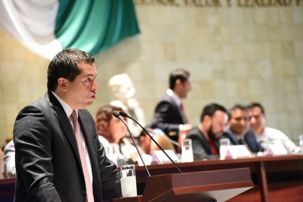 Exigen diputados eficacia y eficiencia al secretario de Finanzas