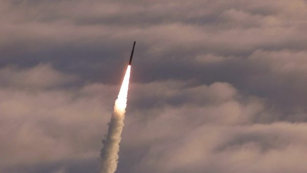 Corea del Norte dispara un misil balístico