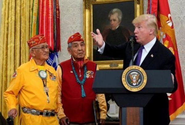Donald Trump vuelve a llamar 'Pocahontas' a senadora