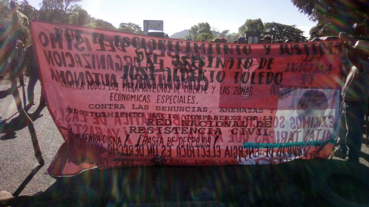 Damnificados bloquean carreteras en el Istmo