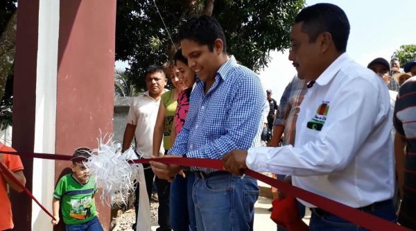 En víspera del Día de Muertos, inauguran en Jalapa de Díaz rehabilitación del acceso al cementerio