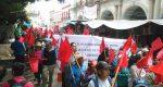 Lleno total en plaza de la Constitución… pero de protestas