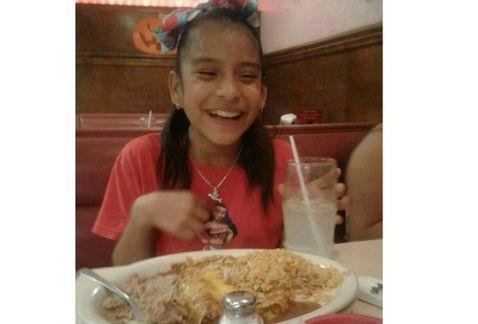 Liberan a niña con parálisis detenida en Texas