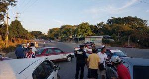 Transportistas bloquean carretera federal 200 Pinotepa-Acapulco