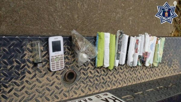 Pasajero de taxi transportaba 13 envoltorios de marihuana