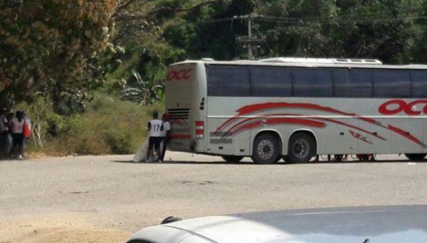 Normalistas secuestran autobús OCC