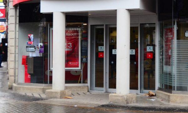 Bancos suspenderán operaciones este martes