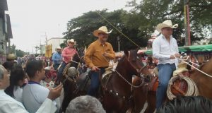 Más de 500 jinetes participan en cabalgata guadalupana de Tuxtepec
