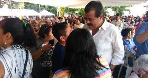 Entrega Eviel Pérez 250 paquetes de gallinas ponedoras en Tuxtepec