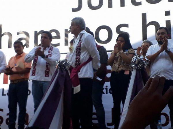 Ante miles de simpatizantes realiza AMLO gira de pre campaña en Jalapa de Díaz
