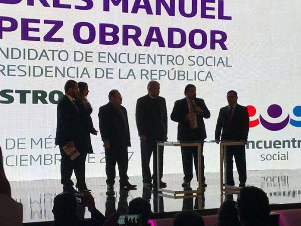 AMLO se registra como precandidato del PES a la Presidencia