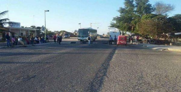 Afecta CNTE tránsito a Veracruz y Chiapas con bloqueos en Oaxaca
