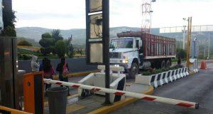Cobran 50 pesos normalistas en caseta de peaje de Oaxaca