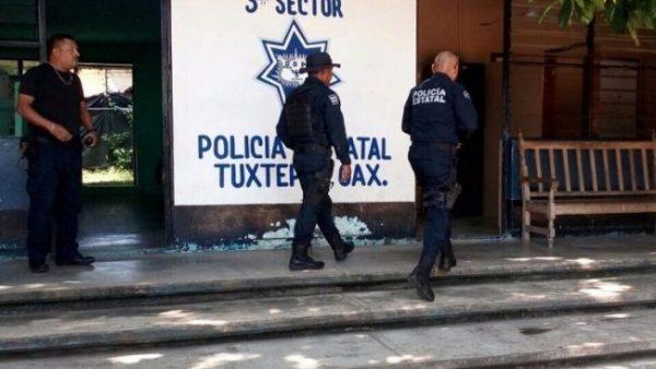 Echan la mano a policías estatales acusados de robo